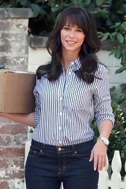 Jenifer Love Hewitt showed off her soft bangs and long curls while outside her house.