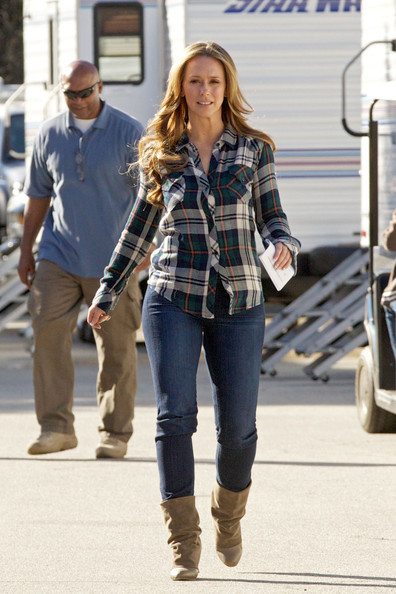 More Pics of Jennifer Love Hewitt Flannel Shirt (1 of 18) - Tops Lookbook - StyleBistro