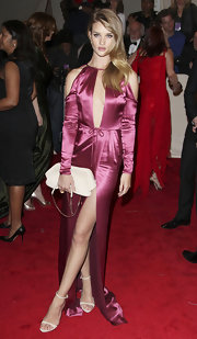 Rosie Huntington-Whiteley accessorized her pink satin gown with a nude leather fold over clutch.