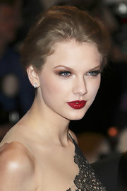 Taylor Swift wore a pair of lovely heart-shaped diamond studs at the Costume Institute gala.