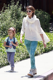 Jessica Alba went for a walk with her daughter wearing this cozy ivory scarf.