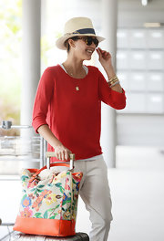 Jessica Alba's tropical-print carry-on tote added just a dash of color to the star's travel look.