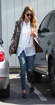 Jessica Alba added some color to her white blouse with this pink floral blazer.