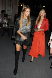 Jessica Alba teamed a black leather shoulder bag with her edgy outfit when she attended the Charlotte Ronson fashion show.