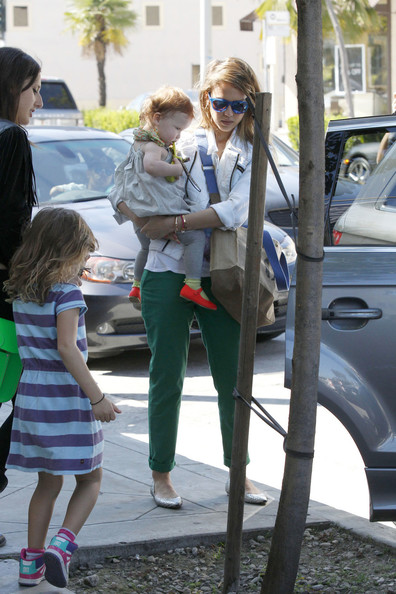 More Pics of Jessica Alba Skinny Pants (1 of 27) - Skinny Pants Lookbook - StyleBistro