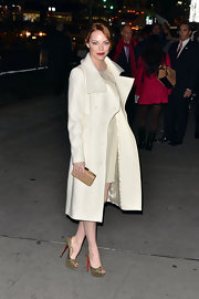 Emma Stone finished off her winter whites with a nude box clutch.