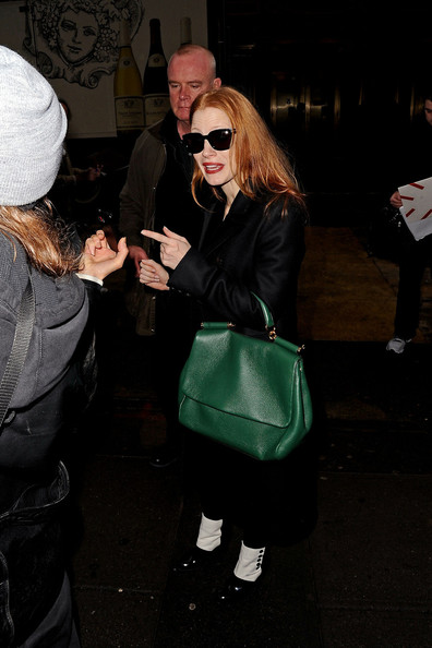 More Pics of Jessica Chastain Oversized Sunglasses (3 of 22) - Jessica Chastain Lookbook - StyleBistro