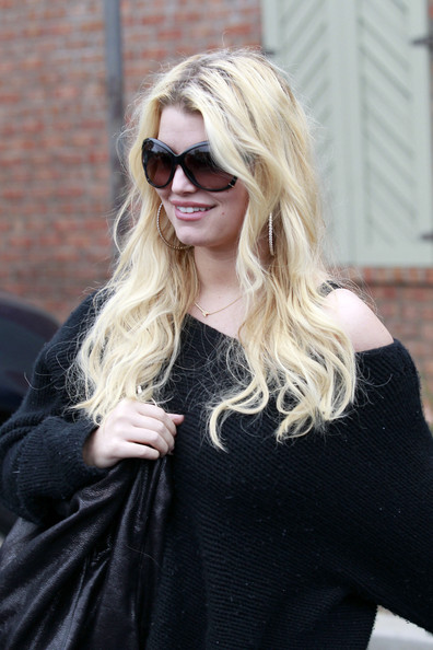 Jessica Simpson in Baggy Clothes