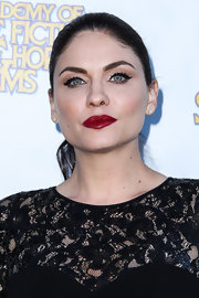 Jodi's blood red lips gave her a big and bold beauty look on the red carpet.