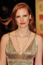 Jessica Chastain complemented her décolleté gown with a lovely Harry Winston layered diamond necklace.