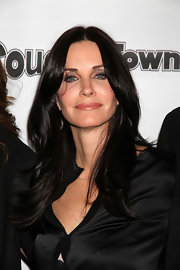 Courteney Cox attended a viewing party for 'Cougar Town' wearing her shiny tresses in smooth layers.