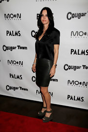 Courteney rocked the red carpet in a chic pencil skirt paired with suede wedges.