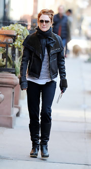Julianna Moore gave her nautical stripes an aviation vibe with a classic brown leather bomber jacket.