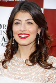 Alessandra Mastronardi looked oh-so-radiant wearing a gorgeous pair of dangling diamond earrings.