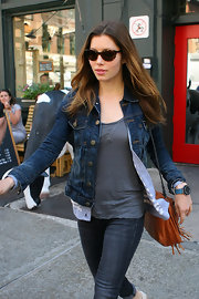 For her timepiece, Jessica Biel chose a sporty teal polyurethane watch.