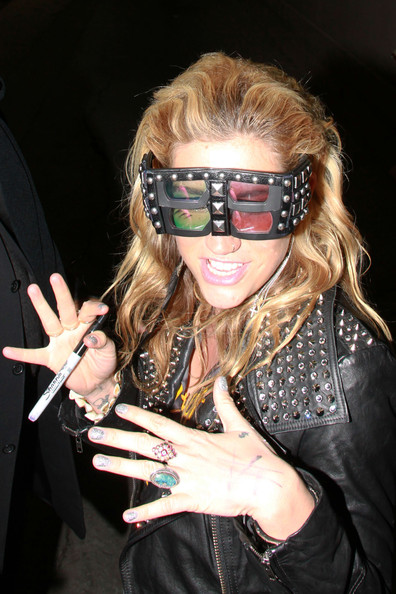 More Pics of Kesha Shield Sunglasses (3 of 17) - Shield Sunglasses Lookbook - StyleBistro