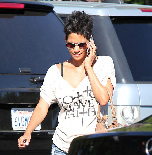 More Pics of Halle Berry Oversized Shopper Bag (1 of 17) - Oversized Shopper Bag Lookbook - StyleBistro