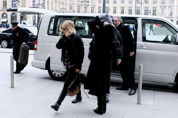Kate Hudson and Family Arrive in Paris