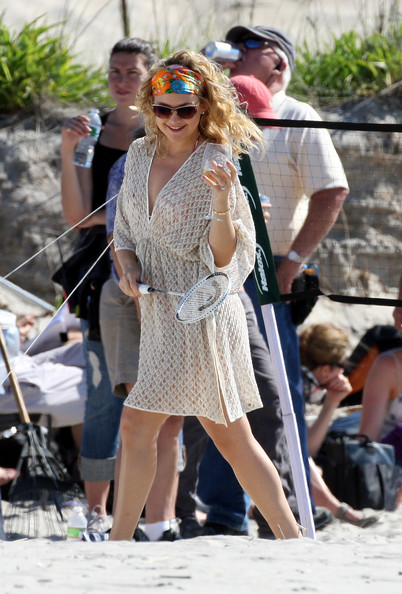 More Pics of Kate Hudson Cover-up (1 of 19) - Kate Hudson Lookbook - StyleBistro []