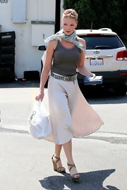 An accordion-pleated knee-length skirt was the ultimate choice for daytime elegance.
