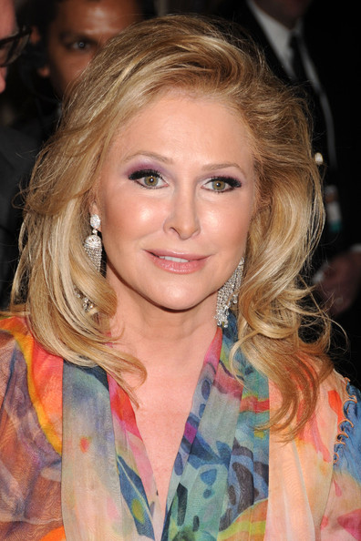 Kathy Hilton Long Wavy Cut