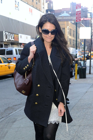 Katie Holmes Arrives For Her Last Show