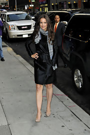 Katie Holmes looked timelessly chic in a glossy black trench coat and a plaid scarf.