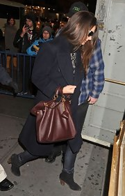 Katie Holmes accessorized her look with a brown leather tote.