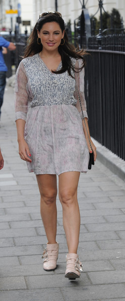 More Pics of Kelly Brook Day Dress (1 of 10) - Day Dress Lookbook - StyleBistro