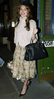 Kelly showed off her classic Hermes bag while leaving Noel Coward theater.