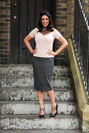 Kelly topped off her chic look with a class gray pencil skirt.