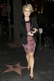 Kelly Osbourne dined out in Hollywood wearing black platform peep toe pumps.