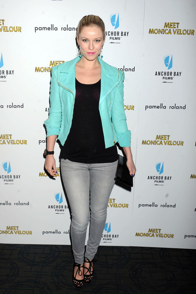 Kiera wore a neon blue leather jacket with hot pink lipstick for this 80's ensemble at the 'Meet Monica Velour' premiere.