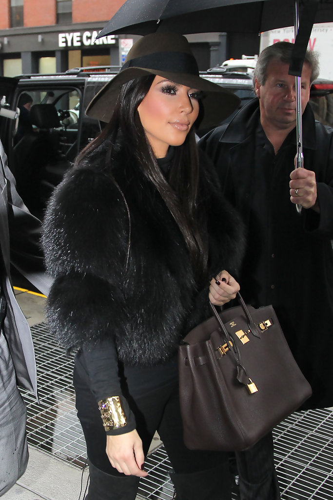 Kim kept warm in NYC while filming scenes for her knew show c0e00bc87faf
