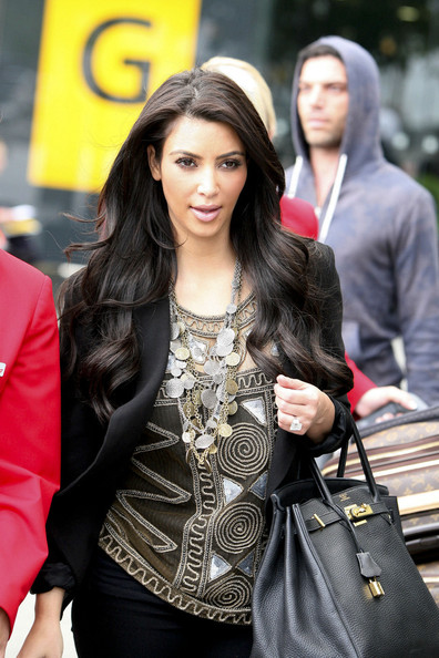 http://www1.pictures.stylebistro.com/pc/Kim+Kardashian+Statement+Necklace+Silver+Statement+3HMsRugmuNFl.jpg