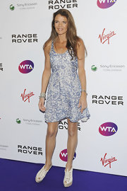 Annable Croft exuded breezy elegance in a sleeveless blue-and-white printed dress.