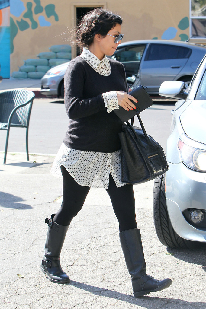 Kourtney Kardashian Flat Boots Kourtney Kardashian Looks