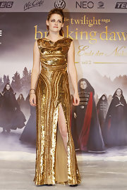 KStew sizzled at 'The Twilight Saga: Breaking Dawn - Part 2' Berlin premiere in this gorgeous sequined gown.