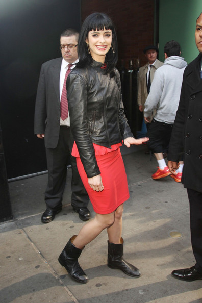 More Pics of Krysten Ritter Long Straight Cut with Bangs (7 of 15) - Krysten Ritter Lookbook - StyleBistro