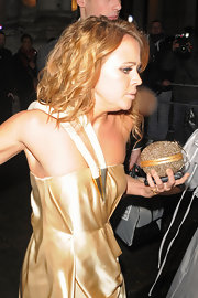 Kimberley Walsh accessorized with a round-shaped metallic gold clutch at the 2010 Brit Awards.