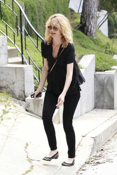More Pics of Laura Dern Loose Blouse (1 of 5) - Laura Dern Lookbook - StyleBistro