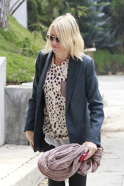 More Pics of Naomi Watts Print Blouse (1 of 7) - Naomi Watts Lookbook - StyleBistro
