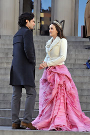 Leighton Meester wore a fancy tiara with her Oscar de la Renta gown on the set of 'Gossip Girl.'