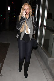 Lindsay wears super skinny indigo jeans for her night out.