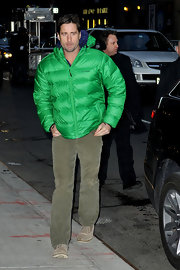There was no missing Luke Wilson in this emerald green puffer jacket!