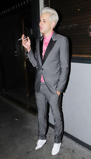 Mark Ronson donned a gray suit with black lapels. He paired the retro suit with a bright pink button-down shirt.