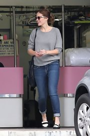 Mandy Moore balanced out the baggy silhouette of her sweater with ultra-slim, cuffed skinnies.