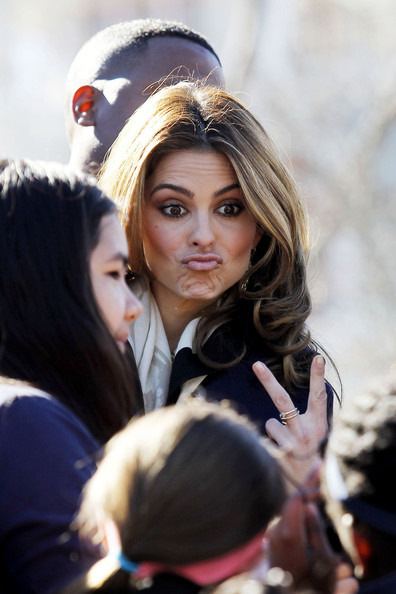 Maria Menounos Hosts 'Extra' in New Orleans