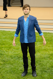 Douglas Booth wore this blue blazer over a spotted button down for a cool and summery look.