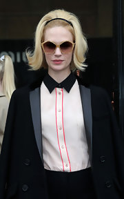 January Jones looked totally '60s chic with her teased 'do and pentagon-shaped oversized sunglasses.